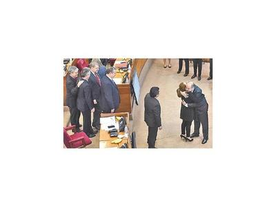 Ex secretario de HC  jura como senador en vez de Bogado