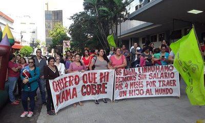 Sindicalistas de IPS exigen pago por maternidad