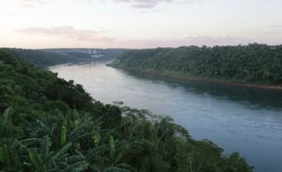 Cadáver flota en el río Paraná