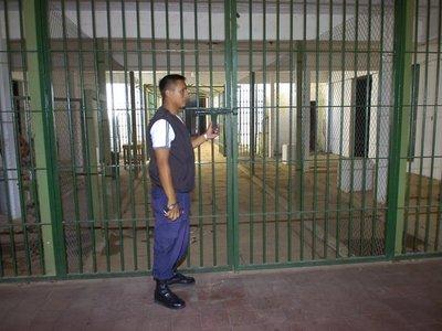 Dos reclusos heridos tras riña en cárcel de Emboscada