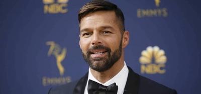 """HOY /  """"Completamente enamorados  de nuestra beba"""": Ricky Martin  adopta a niña y sube a las redes"""