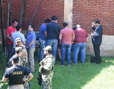 Policías llegan a la Fiscalía