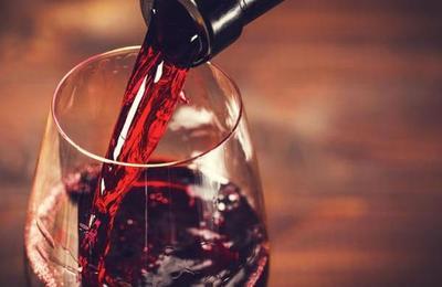 Restaurante sirve vino de 5.500 dólares a un cliente por error