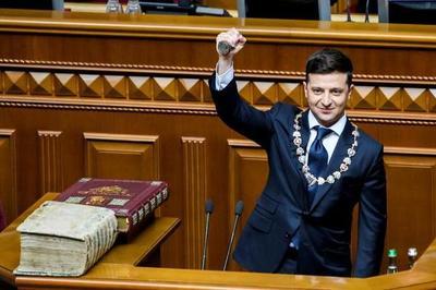Ucrania: el actor cómico Volodimir Zelenski asumió la presidencia y disolvió el Parlamento