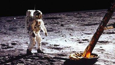 Vivir bajo tierra... pero en la Luna