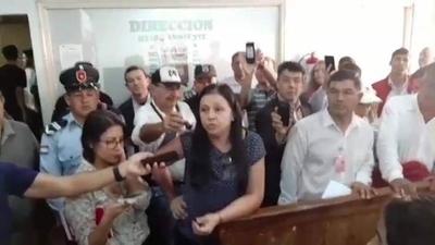 HOY / Incidentes en CDE durante censo a planilleros: esposa de Payo denuncia a Kelembú