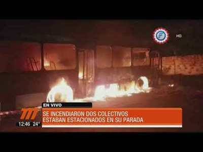 Se incendian dos colectivos de la linea 55