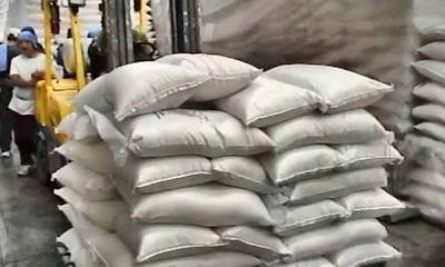 HOY / Fiscalía y Aduanas pelean por 32.000 kilos de azúcar: una pide liberarla, otra retenerla