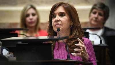 """Cristina Fernández niega los cargos y considera su juicio una """"cortina de humo"""""""