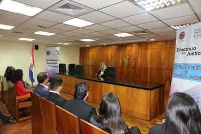 Universitarios conocen sistema Penal y Constitucional