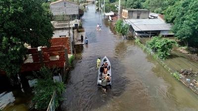 HOY / Pilar es 'una palangana' y el  río está a 1 metro de llegar a  nivel de desastre, alertan