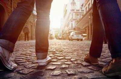 Las personas que caminan rápido viven más que las que andan lento por la calle