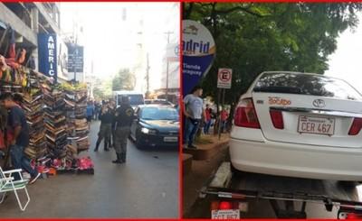 Corralón y multa para los que estacionen en aceras y franja peatonal