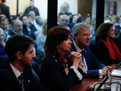 """Justicia cree que los Kirchner fueron """"jefes"""" de una asociación delictiva"""