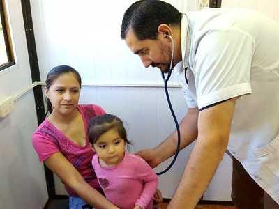 Gobierno paraguayo veta parcialmente mejoras en pensiones de médicos