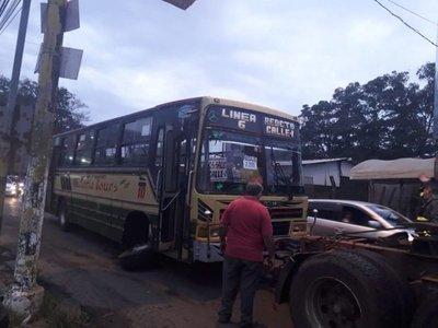 Micro chatarra generó caos en San Lorenzo