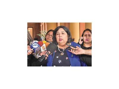 Ministra plantea asistencia integral a niños huérfanos más que subsidios