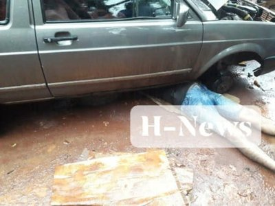 Mecánico murió aplastado por un auto que estaba reparando