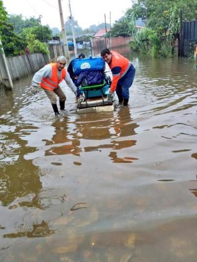 SEN concentra asistencia a afectados por inundación en barrios de Asunción