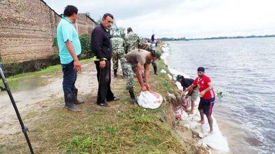 Pilar: Pobladores refuerzan muro de protección