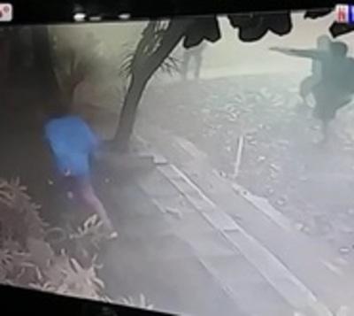 Enfrentamiento entre barras en pleno funeral