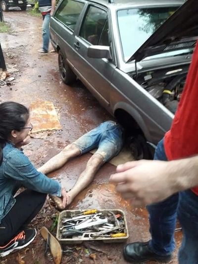 Mecánico muere aplastado por un automóvil en Hernandarias
