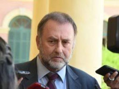 Ministro de Hacienda sostiene que médicos no entienden el problema real de la Caja