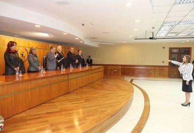 Ministros toman juramento a nueva Defensora General