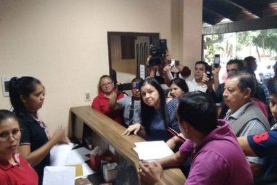 CDE: 90% de funcionarios municipales son contratados