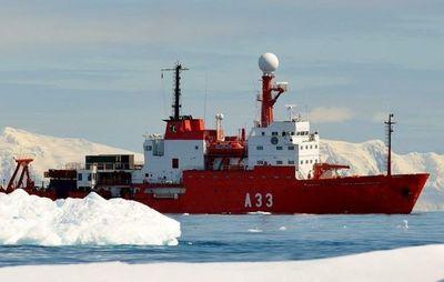 Buque científico navega en la Antártida donde hace solo 10 años era imposible