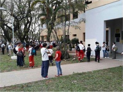 Hartos de la violencia de los alumnos, docentes del CNC hacen huelga