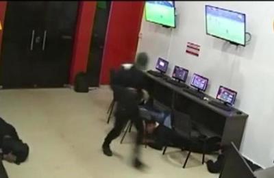 CDE: Cámaras de seguridad registran violento robo en local de apuestas