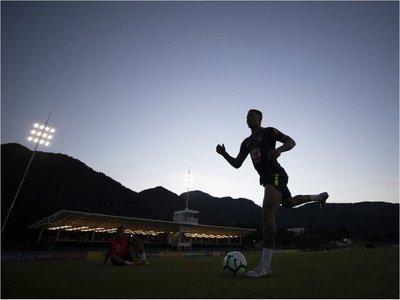 Brasil realiza su primer entrenamiento solamente con seis convocados