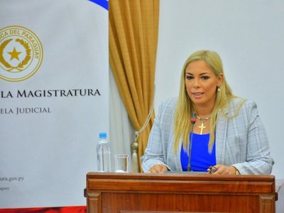 Remueven a fiscala María Estefanía González de unidad anticontrabando