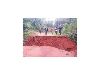 Pobladores de Misiones  urgen reparación de puente caído
