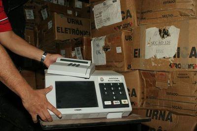 Técnicos advierten que urnas electrónicas son fáciles de adulterar