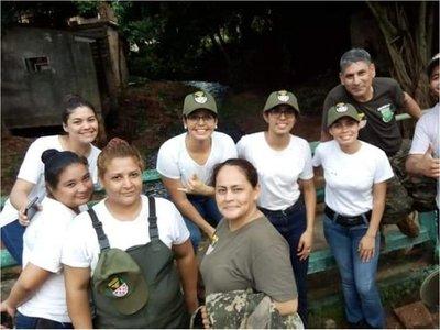Récord de voluntarias que van al cuartel