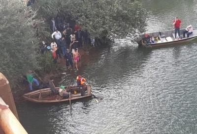 Vehículo cayó al río y hay desaparecidos