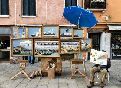 Banksy con su arte callejero llega a su manera a la Bienal de Arte de Venecia