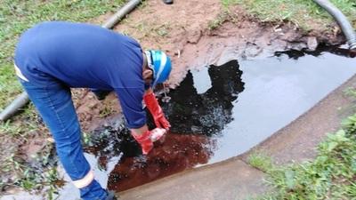 Buscan mitigar consecuencias de derrame de combustible en arroyo