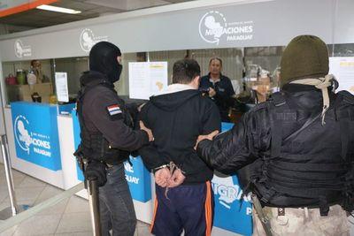 Expulsan a un temible líder criminal brasileño