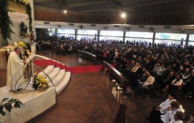 Una multitud honró a María Auxiliadora en Asunción