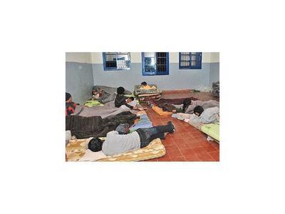 Por el frío habilitan albergues para niños en situación de calle