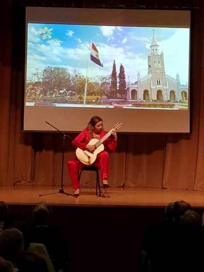 La guitarrista Daiana Ferreira Da Costa lleva música paraguaya a Moscú