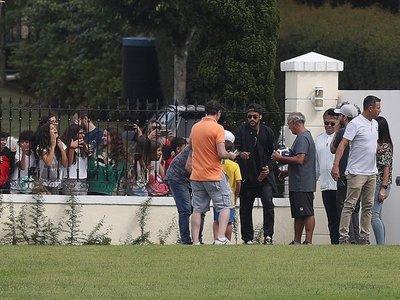 Neymar llega a Brasil respaldado para la esperada conversación con Tite
