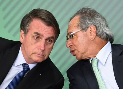 Ministro clave de Bolsonaro amenaza renunciar a gabinete