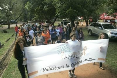 Recuerdan lucha contra la Esclerosis Múltiple con jornada culinaria y caminata