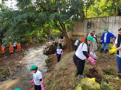 Arroyo San Lorenzo: Sacaron 30 mil kilos de basura