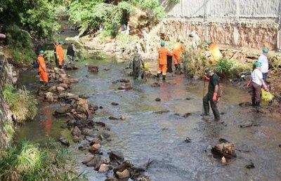 Limpieza de arroyo moviliza a 300 personas en San Lorenzo