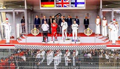 Hamilton gana en Montecarlo y honra a Lauda